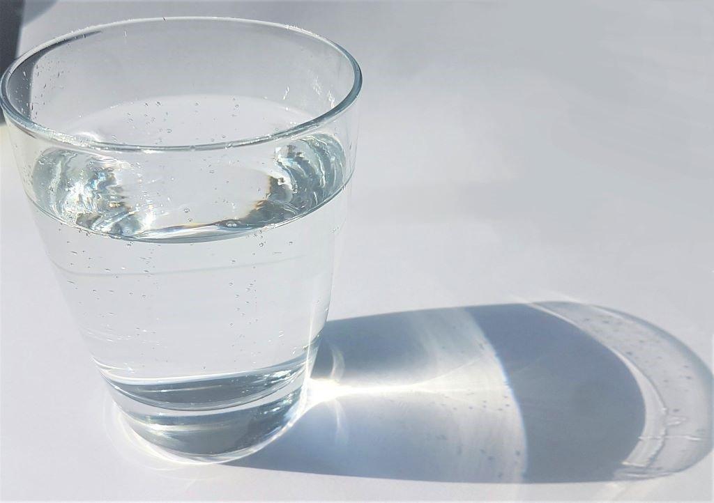 Mineralwasser im Glas