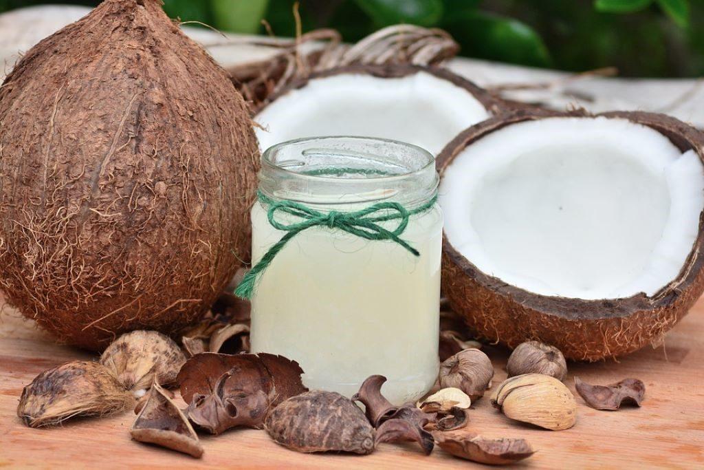 Kokosmilch in einem Glas