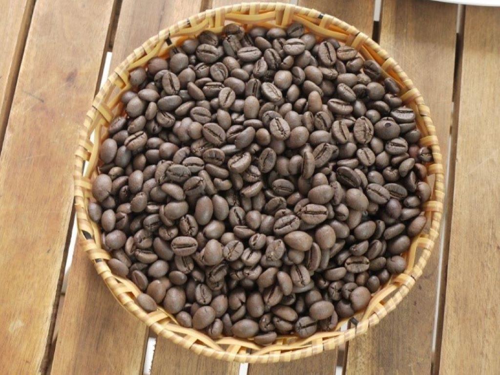 Robusta Kaffee in einer Schale