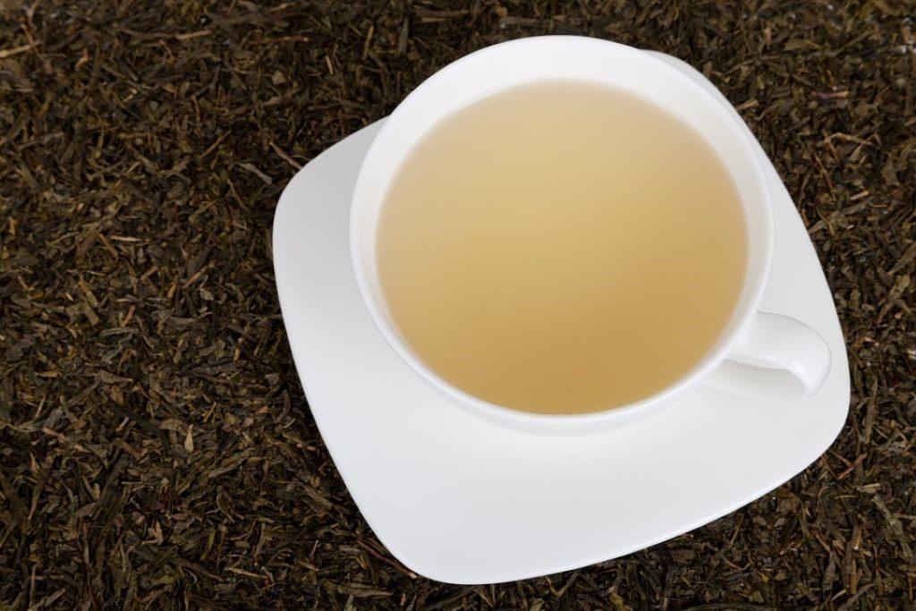 weißer Tee in einer Tasse
