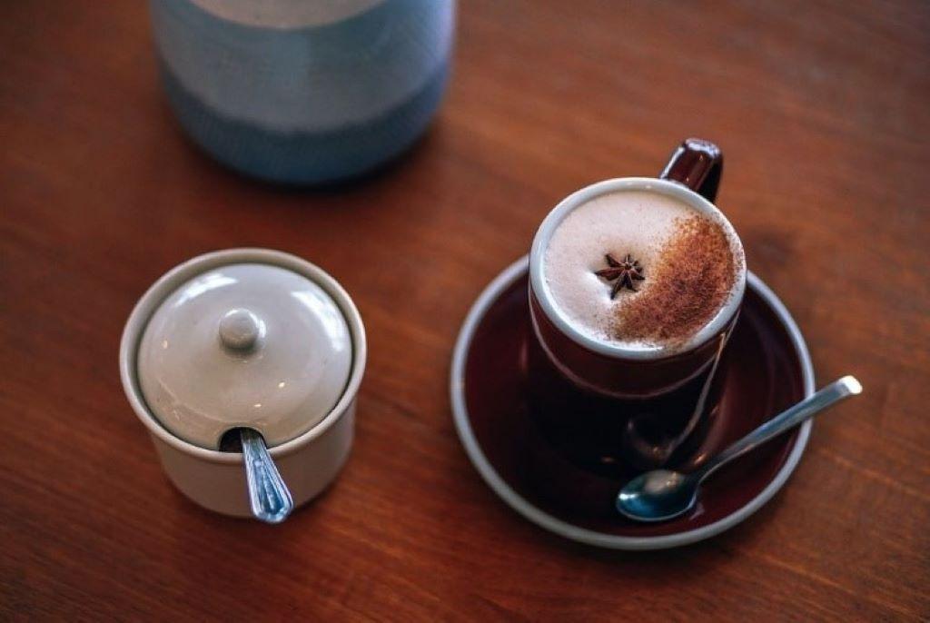 Eine Tasse mit Masala Chai