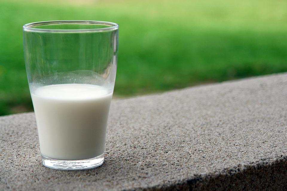 Ein Glas mit  Reisdrink