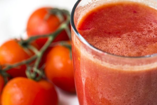 Tomatensaft in einem Glas